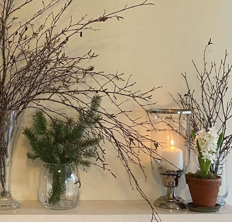 Fireplace Decoration for Winter with Natural Materials