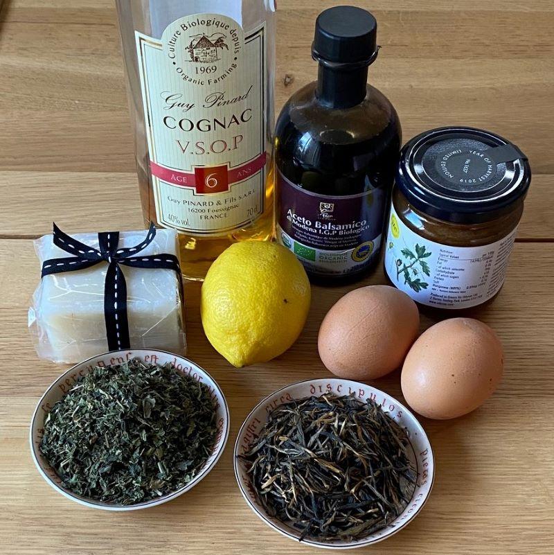 Natural shampoo alternatives: lemon, eggs, honey, cognac, vinegar and other.